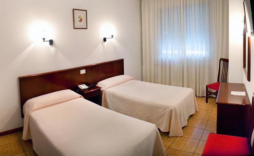 Hotel nido a coru a hotel c ntrico con habitaciones con for Hoteles con habitaciones comunicadas